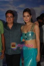 Shruti Sharma and Vinay Pathak at Oh my god on location in Bhandup on August 2nd 2008 (2).JPG