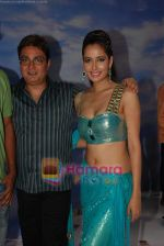 Shruti Sharma and Vinay Pathak at Oh my god on location in Bhandup on August 2nd 2008 (6).JPG