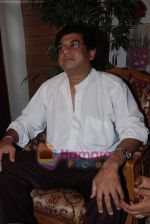 Amit Kumar gives approval to make a biopic film on Kishore Kumar by UTV in Kishore Kuamr_s residence on August 4th 2008 (4).JPG