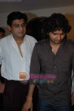 Amit Kumar, Sumit Kumar gives approval to make a biopic film on Kishore Kumar by UTV in Kishore Kuamr_s residence on August 4th 2008 (34).JPG