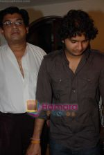 Amit Kumar, Sumit Kumar gives approval to make a biopic film on Kishore Kumar by UTV in Kishore Kuamr_s residence on August 4th 2008 (2).JPG