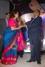 Asha Parekh awarded at IIJS Solitaire Awards in Grand Hyatt on 8th August 2008  (45).JPG