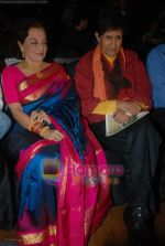 Asha Parekh, Dev Anand at IIJS Solitaire Awards in Grand Hyatt on 8th August 2008  (3).JPG