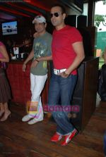 Ronit and Rohit roy at the PUMA Golf Open in Hard Rock Caf�, Mumbai on August 17th 2008.JPG