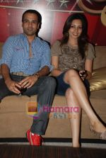 Rohit Roy, Shama Sikander at the launch of Zoom Tv_s Bollywood Club show in D Ultimate Club on August 18th 2008 (3).JPG