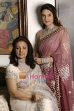 Neena and Shibani Aggarwal at the unveiling of Maharani_s The Royalty Collection in Rooftop of the Hotel Oberoi Trident on August 23rd 2008 (66).JPG
