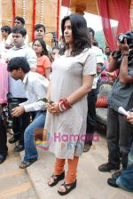Ekta Kapoor on the sets of Mahabratha on the occasion of Janmashtami in Film City on August 24th 2008 (19).JPG