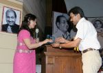 8(300708)-Ms. Maneesha Dubey, being greeted by Shri Ranjan Sharma, Executive Member, RFMS.jpg