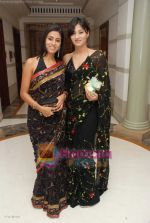 ashlesha and nivedia  at Neena Gupta_s wedding bash in Sahara Star on 6th August 2008.JPG