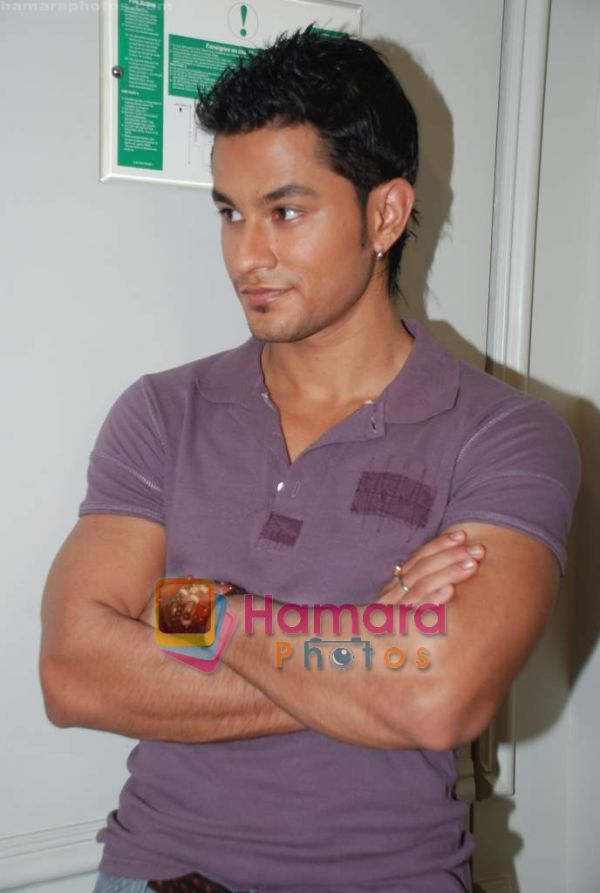 Kunal Khemu Normal_Kunal%20Khemu%20at%20the%20Film%2099%20on%20Location%20in%20Hotel%20Le%20Merridean%20on%2017th%20September%202008%20%2824%29
