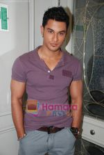 Kunal Khemu at the Film 99 on Location in Hotel Le Merridean on 17th September 2008 (10).JPG