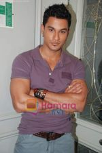 Kunal Khemu at the Film 99 on Location in Hotel Le Merridean on 17th September 2008 (20).JPG