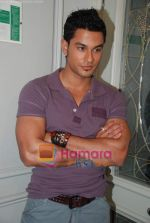 Kunal Khemu at the Film 99 on Location in Hotel Le Merridean on 17th September 2008 (22).JPG