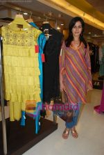 at Urvashi Kaur_s new collection showcase in Amara, Kemps Corner on 24th September 2008 (1).JPG