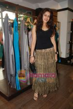 at Urvashi Kaur_s new collection showcase in Amara, Kemps Corner on 24th September 2008 (13).JPG