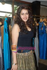 at Urvashi Kaur_s new collection showcase in Amara, Kemps Corner on 24th September 2008 (14).JPG