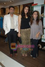 at Urvashi Kaur_s new collection showcase in Amara, Kemps Corner on 24th September 2008 (16).JPG