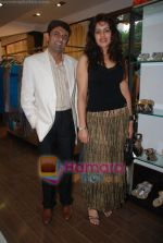 at Urvashi Kaur_s new collection showcase in Amara, Kemps Corner on 24th September 2008 (18).JPG