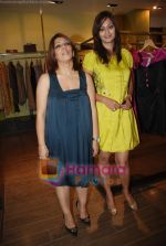 at Urvashi Kaur_s new collection showcase in Amara, Kemps Corner on 24th September 2008 (19).JPG