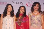 Mahima Chaudhry, Queenie Dhody at the unveiling of Ponds Brand Council in Taj Mahal Palace on 3rd october 2008 (3).JPG