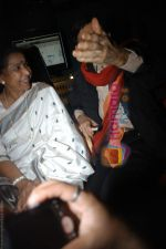 Dev Anand and Asha Bhosle record a song together in Spectral Harmony, Mumbai on 10th October 2008 (11).JPG