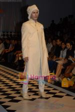 at Arjun Khanna_s Show at Lakme Fashion Week Day 3 on 22nd October 2008 (28).JPG