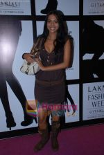 at the 4th day of Lakme Fashion Week on 24th October 2008 (136).JPG