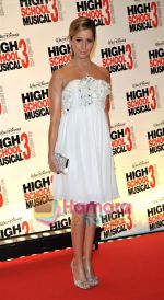 Ashley Tisdale at the High School musical 3 premiere in Paris on 20th November 2008(16).JPG