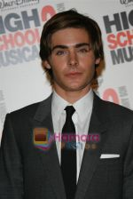 Zac Efron at the High School musical 3 premiere in Paris on 20th November 2008(24).JPG