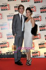 Zac Efron, Vanessa Hudgens at the High School musical 3 premiere in Paris on 20th November 2008(2).JPG