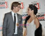 Zac Efron, Vanessa Hudgens at the High School musical 3 premiere in Paris on 20th November 2008(4).JPG