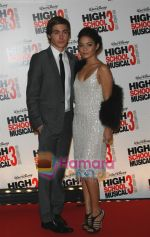 Zac Efron, Vanessa Hudgens at the High School musical 3 premiere in Paris on 20th November 2008(6).JPG