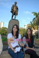 Tulip Joshi, Kim Sharma at peace march protest in Mantralaya on 2nd December 2008(14).JPG