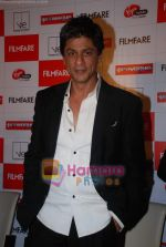 Shahrukh Khan launches the latest Filmfare issue in Vie Lounge in 16th December 2008 (21).JPG