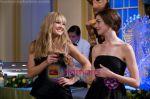 Anne Hathaway, Kate Hudson (2) in still from the movie Bride Wars.jpg