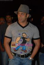 Salman Khan at the launch of Vashu Bhagnani_s son - Jackie in Film City on 24th December 2008 (10).JPG