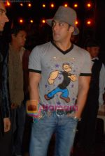 Salman Khan at the launch of Vashu Bhagnani_s son - Jackie in Film City on 24th December 2008 (6).JPG