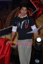 Farhan Akhtar on the sets of Farhan Akhtar_s Oye its Friday in Yash Raj Studios on 25th December 2008 (5).JPG