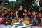 Monica Bedi celebrates her birthday with kids in Mahalaxmi on 25th December 2008 (19).JPG