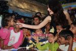 Monica Bedi celebrates her birthday with kids in Mahalaxmi on 25th December 2008 (22).JPG