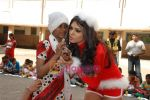 Sherlyn Chopra spends Christmas with kids in Bombay Central on 25th December 2008 (12).JPG