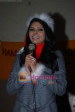 Sherlyn Chopra spends Christmas with kids in Bombay Central on 25th December 2008 (18).JPG