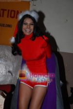 Sherlyn Chopra spends Christmas with kids in Bombay Central on 25th December 2008 (20).JPG