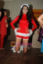 Sherlyn Chopra spends Christmas with kids in Bombay Central on 25th December 2008 (24).JPG