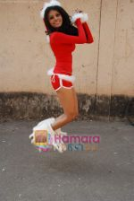 Sherlyn Chopra spends Christmas with kids in Bombay Central on 25th December 2008 (29).JPG