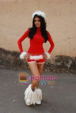 Sherlyn Chopra spends Christmas with kids in Bombay Central on 25th December 2008 (36).JPG