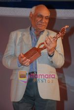 Yash Chopra at the V Shantaram Award Ceremony in JW Marriott on 26th Dec 2008 (26).JPG