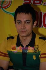 Aamir Khan on the sets of Radio Mirchi 98.3 FM in Mahalaxmi on 27th December 2008 (15).JPG