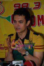 Aamir Khan on the sets of Radio Mirchi 98.3 FM in Mahalaxmi on 27th December 2008 (17).JPG