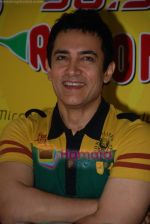 Aamir Khan on the sets of Radio Mirchi 98.3 FM in Mahalaxmi on 27th December 2008 (20).JPG